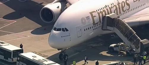 NUEVA YORK/ Un avión de Dubai en cuarentena debido a 10 enfermos