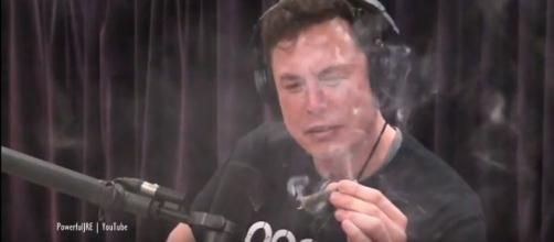 Emotional Elon Musk smokes some weed on live podcast with Joe Roagn - Image credit PowerfulJRE | YouTube
