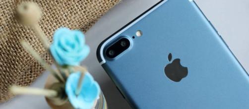 Frulla iPhone X: la nuova impresa di TechRax.