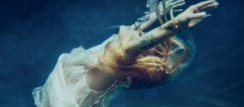 La cover del singolo 'Head Above Water' di Avril Lavigne
