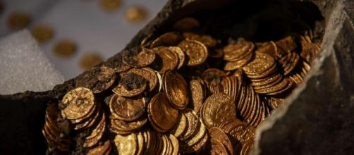 """Trecento monete romane in un'anfora a Como, Bonisoli: """"Scoperta storica"""""""