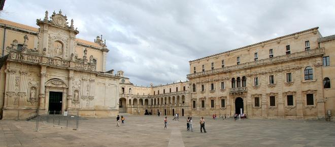 Lecce: voti in cambio di case, arrestati ex amministratori