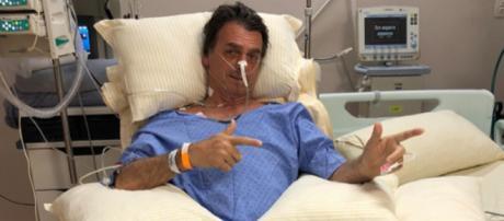 Bolsonaro apareceu em foto fazendo seu tradicional gesto
