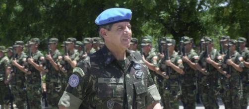 General Augusto Heleno critica mídia após atentado a Bolsonaro