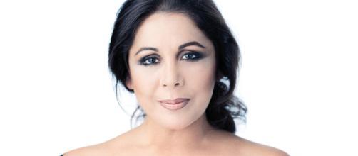 La cantante Isabel Pantoja pide ayuda a la seguridad de un centro comercial al darse cuenta que la persiguen dos paparazzi