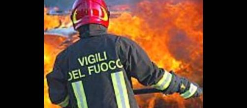 Lecce, ambulanza a fuoco: esplodono le bombole dell'ossigeno: nessun ferito