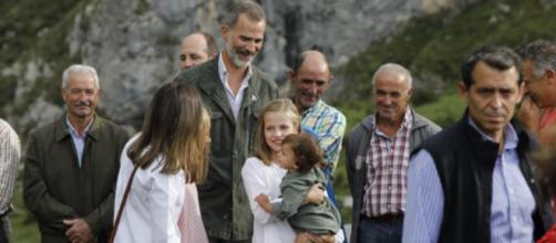 Leonor junto a sus padres en imagen