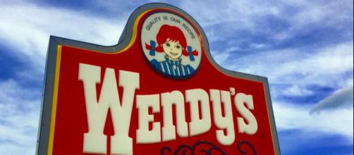 Photo of Wendy's sign - [Mike Mozart / Flickr]