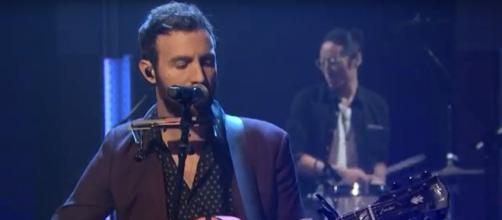 Singer-songwriter Ruston Kelly chronicles his journey from addiction to sobriety on 'Dying Star.' [Image source:LateNightwithSethMeyers-YouTube[