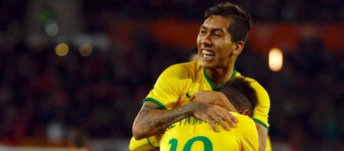 USA-Brasile 0-2: Firmino abbracciato da Neymar dopo il primo gol