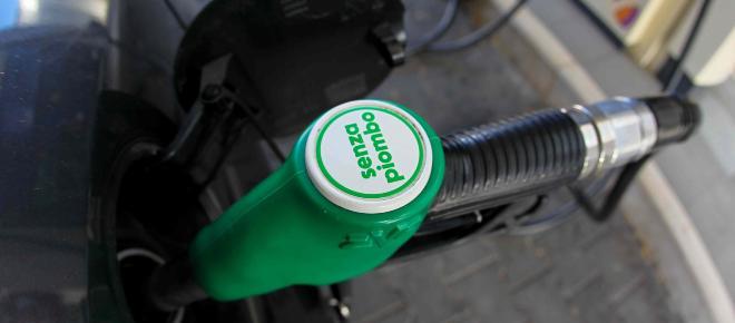 Accise sulla benzina: in arrivo proposta di legge per tagliarle
