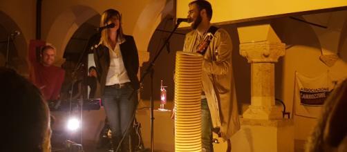 Cristina Donà e Filippo Graziani a Teramo per ricordare Federica e Serena, vittime del terremoto aquilano del 2009.