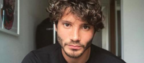 Gossip: Stefano De Martino avrebbe detto no a Amici e all'Isola per condurre un nuovo show.