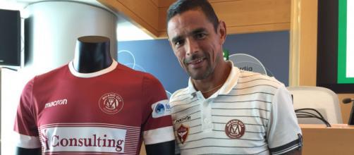 Il capitano Neto Pereira e la maglia del Milano City FC