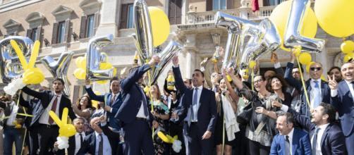Il M5S festeggia per il taglio dei vitalizi alla Camera, ora tocca al Senato