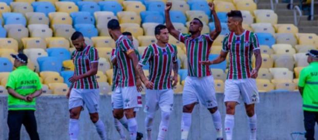 Com as mãos erguidas, Digão comemora gol da vitória sobre o Botafogo. (Foto: Magalhaes Jr/Photopress)