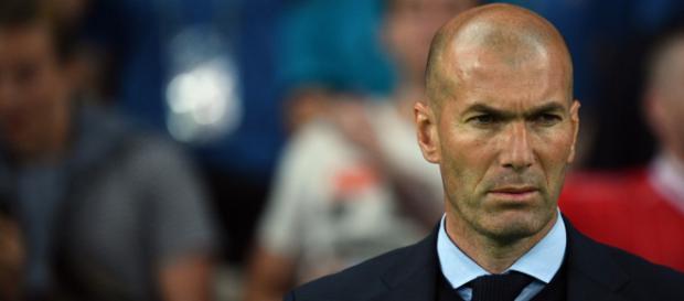 Zinédine Zidane serait prêt à faire des folies avec Manchester United s'il en devenait le coach, d'après le Daily Mirror.