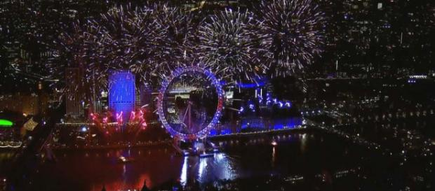 New Year's Eve in London held one of the amazing fireworks displays seen all over the world on New Year's Eve. [Image Sky News/YouTube]