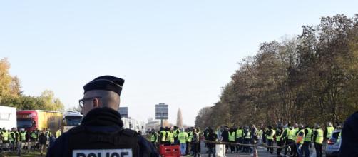 Gilets jaunes : la cagnotte pour les policiers blessés dépasse le million d'euros