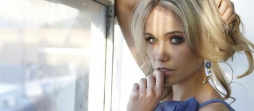 Katrina Bowden interpreta Flo in Beautiful