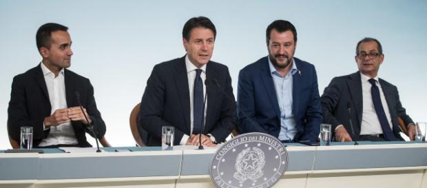 Pensioni Quota 100 e reddito di cittadinanza, rinviato il Cdm: nella foto Di Maio, Conte, Salvini e Tria