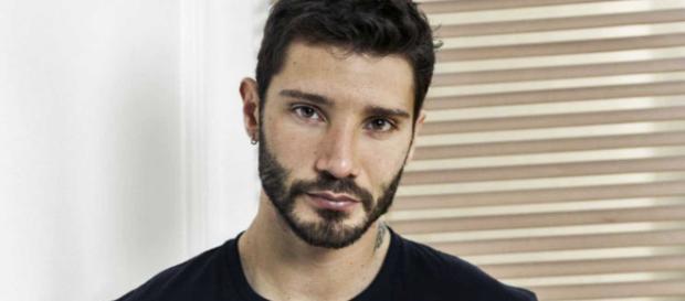 Stefano De Martino a ruota libera su Gilda, Emma, Corona, Amici e i 'ritocchini'.