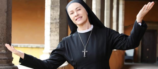 Suor Angela, personaggio interpretato da Elena Sofia Ricci