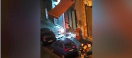 Napoli, polveriera Vasto: profugo africano accende il fuoco e si masturba in strada - Il Mattino