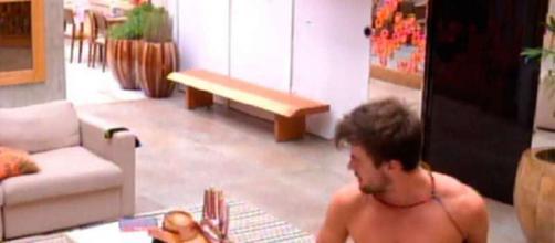 Os homens da casa mais vigiada do Brasil também acabam mostrando demais (Reprodução: TV Globo)