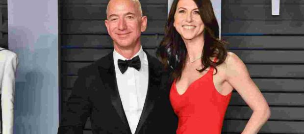 Amazon CEO Jeff Bezos, wife MacKenzie to divorce after 25 years - Photo- Image credit-(CNN/youtube.com)
