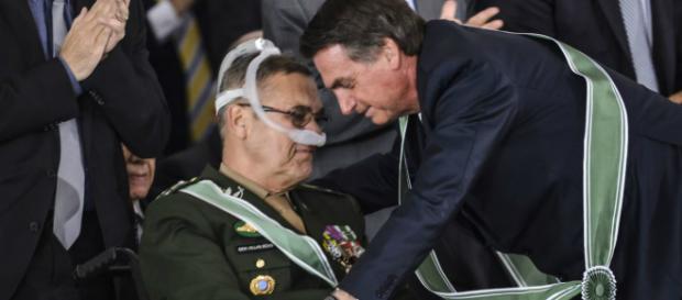 Bolsonaro cumprimenta general Villas Bôas (Valter Campanato/Agência Brasil)