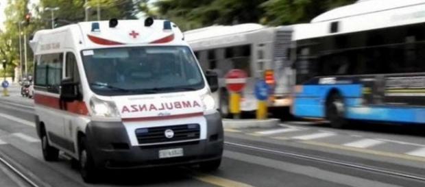 Tragedia nel salernitano, 14enne cade dalla finestra di casa e muore: probabile il suicidio