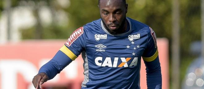 Corinthians suspende negociação por zagueiro Manoel devido ao alto salário do jogador