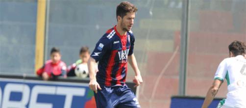 Stefano Pettinari, attaccante del Lecce, potrebbe tornare al Crotone.