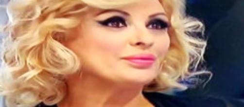 Tina Cipollari si sposa con Vincenzo: Kikò Nalli deluso per averlo saputo dai giornali.