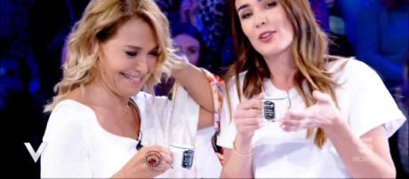 Barbara D'Urso e Silvia Toffanin durante la trasmissione Verissimo.