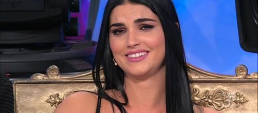 Uomini e Donne: Teresa spiazza tutti e bacia Andrea