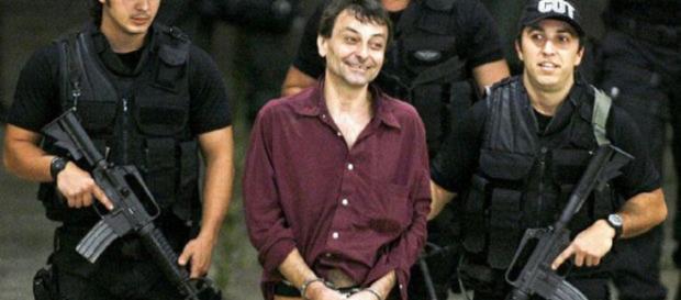 Cesare Battisti è stato arrestato, killer verso l'Italia