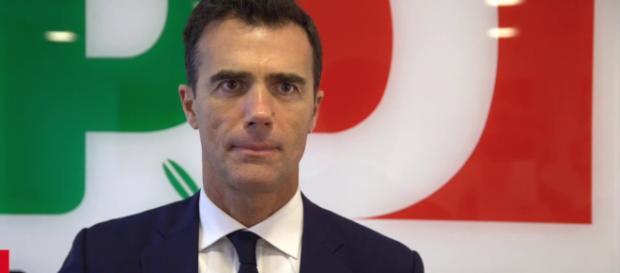 Sandro Gozi contro il reddito di cittadinanza.