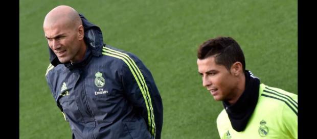 Zidane e Cristiano Ronaldo (Imagem via Youtube)