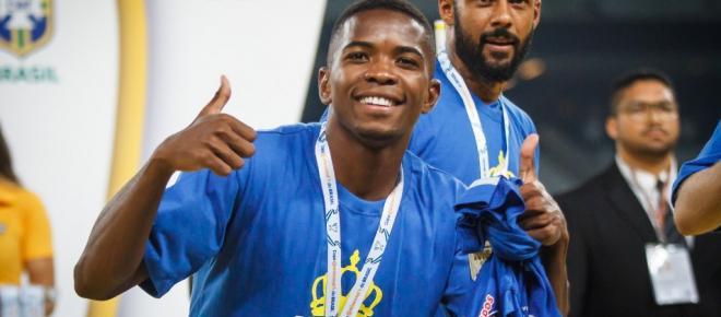 Cacá, zagueiro do Cruzeiro, é preso com maconha em Belo Horizonte