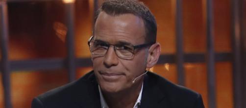 Carlos Lozano en un plató de televisión - bekia.es