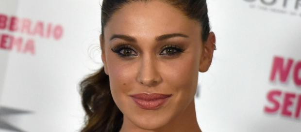 Belen Rodriguez torna in Italia e incuriosisce: 'I sorrisi mi hanno cancellato le ferite'.
