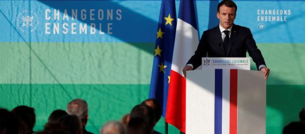 Emmanuel Macron lance le grand débat national