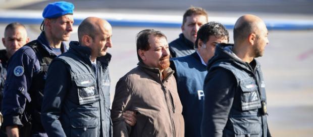 Um forte esquema de segurança é montado em Roma para chegada de Battisti - Foto: Alberto Pizzoli / AFP