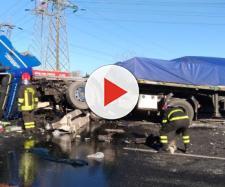 Grave incidente stradale: muoiono tre persone, altre sei ferite. (Foto di repertorio)