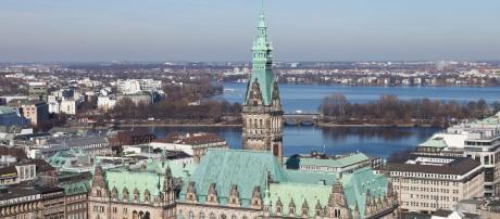 A Câmara Municipal de Hamburgo, Alemanha [Imagem via Wikimedia Commons]
