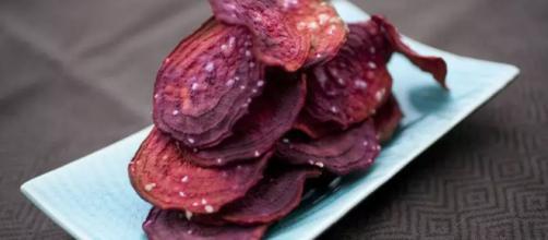 Chips de beterraba. (Reprodução / Virei Chefe)