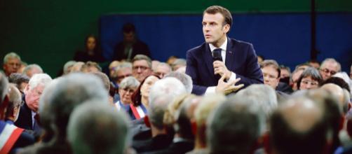 Emmanuel Macron lance le Grand Débat à Grand Bourgthéroulde.