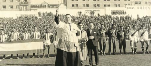 Momento en el que el Estadio de Vallecas es 'bautizado'.